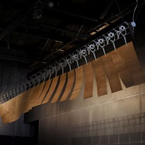 Cam Fan - innowacyjny wentylator wykorzystujący aluminium i fornirowane płyty. Projekt Rick Tegelaar - tutaj w wersji sufitowej