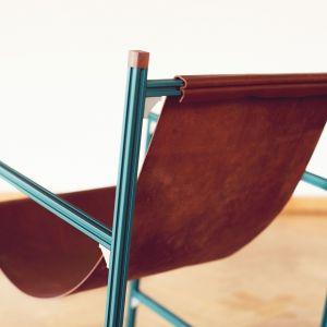 Aluminium Club Chair - krzesło, w projekcie którego Rick Tegelaar wykorzystał profile aluminiowe stosowane zwykle w przemyśle. Fot. Masha Bakker