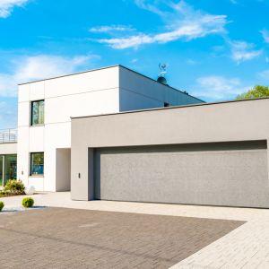 Energooszczędne bramy garażowe - brama Vente. Fot. Krispol