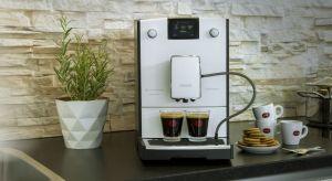 Okazuje się, że ekspresy do kawy mogą być prawdziwą ozdobą kuchennych przestrzeni.