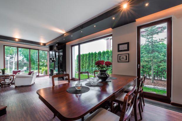 Aby przez długie lata cieszyć się stolarką okienną należy dobrze przemyśleć zakup i zadbać o prawidłowy montaż. Na co należy zwrócić uwagę wybierając okna?