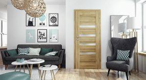 Drzwi pełnią w pomieszczeniu nie tylko funkcję praktyczną, ale także dekoracyjną. Dopasowane do kolorystyki i stylu wnętrza, nadają mu stylu i charakteru.