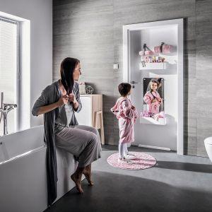 Drzwi Smart marki Vox dają możliwość personalizacji poprzez dołączenie dodatkowych elementów – tablicy, pojemników, wieszaków, pasków lub lustra. Fot. Vox