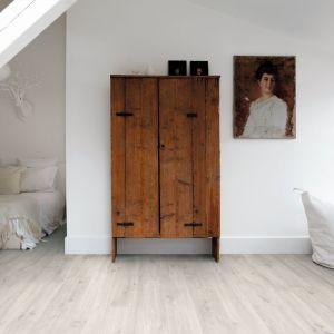 Kolekcji podłóg winylowych Balance Click inspirowana naturalnym drewnem (na zdj. Dekor Dąb Canyon jasny). Fot. Quick-Step