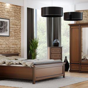 Sypialnia Stylowa I to propozycja dla miłośników tradycyjnego stylu, ceniących naturalne piękno drewna. Fot. Meble Olejnikowski