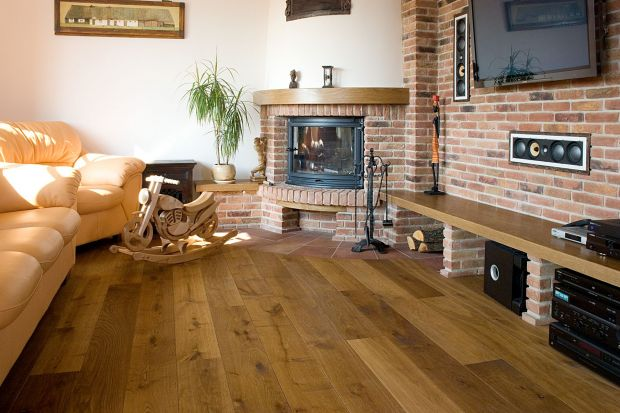 Przygotuj deski na sezon, czyli jak dbać o drewnianą podłogę zimą