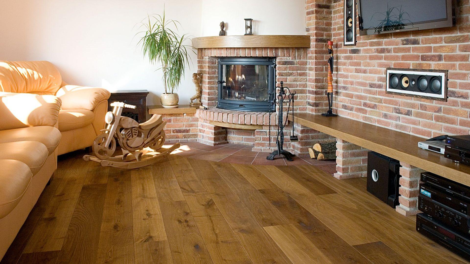Każda drewniana podłoga potrzebuje pielęgnacji i konserwacji, inaczej może stracić swoje walory estetyczne i praktyczne. Fot. Chapel Parket