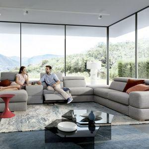 Wypoczynkowy mebel często odgrywa decydującą rolę w salonie, organizuje przestrzeń i określa nastrój wnętrza. Fot. Gala Collezione