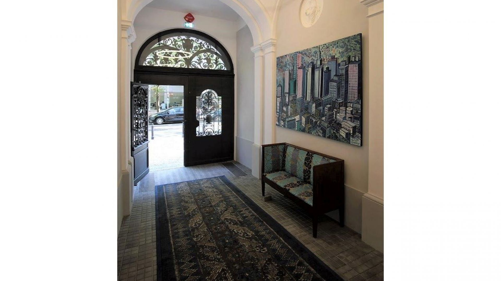 Hoża 42 - portiernia, wykładzina Atelier Perse by Christian Lacroix EGE-Carpet Studio mat. Made Concept (2).jpg