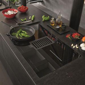 Mythos 2Gether to płyta indukcyjna z wbudowanym okapem, która oferuje automatyczne funkcje gotowania z optymalnymi ustawieniami mocy. Fot. Franke