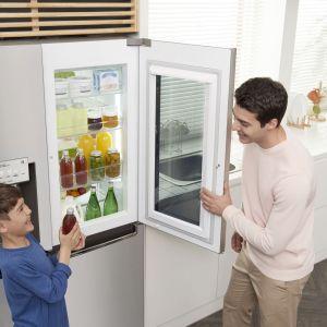 Instaview Door-in-Door to nowoczesne, dwudrzwiowe lodówki. Dzięki panelowi ColdSaver nie trzeba otwierać całej lodówki, by dostać się do produktów pierwszej potrzeby. Fot. LG