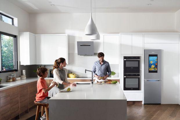 W kuchni przyszłości możemy przygotowywać wiele potraw na raz, bez mieszania się smaków i przenikania zapachów. Zaś za pomocą smartfona sprawdzimy stan naszej lodówki jeszcze podczas zakupów w markecie.
