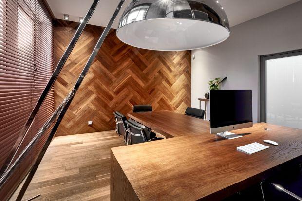 Drewno na ścianie: boazeria wraca do łask