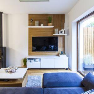 Niewielkie, dwupoziomowe mieszkanie w szeregówce zdominował styl skandynawski. Projekt i zdjęcia: MEEKO Architekci