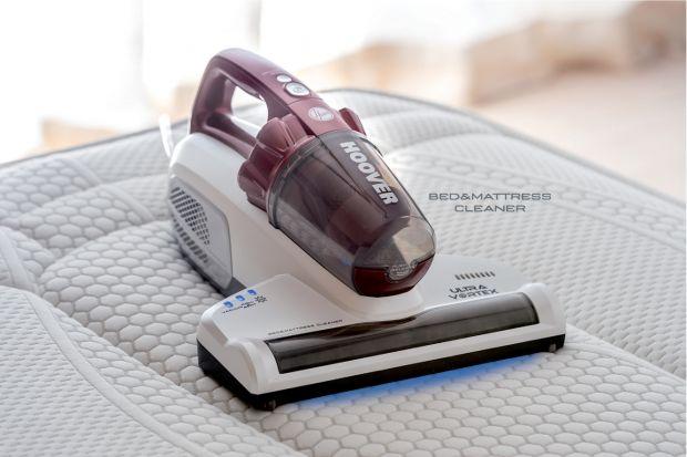 Na rynku dostępne są specjalne urządzenia do czyszczenia materacy, za pomocą których z łatwością pozbędziesz się drobnoustrojów, sierści zwierząt, a także odświeżysz materac.