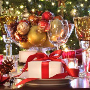 Dobrze dobrane dekoracje rozpalą w nas ciepłe, świąteczne emocje i sprawią, że pokój dzienny nabierze nowego charakteru. Fot. Shutterstock