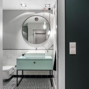 Aranżacja łazienki - nowoczesne meble łazienkowe. Projekt: Marta Raca, Michał Raca. Fot. Foto&Mohito