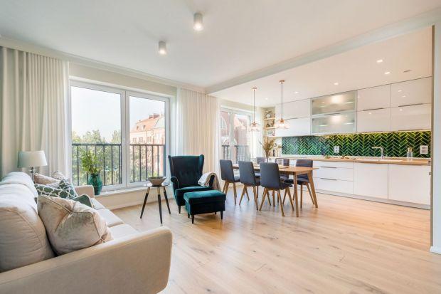 W otoczeniu zieleni: zobacz piękny apartament