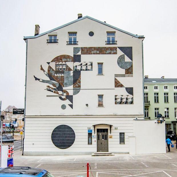 Unikalna instalacja ceramiczna w Łodzi: udany miraż klasyki ze współczesnością