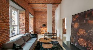 Wysokie, przestrzenne mieszkania w historycznym budynku już nie kojarzą się tylko iwyłącznie ze starą kamienicą. Dziś cegła i surowy wystrój utożsamiane są z loftami, które zdobywają coraz większą popularność. Dlaczego?