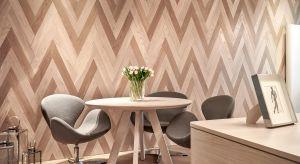 Drewno coraz częściej stosuje się do produkcji solidnych mebli oraz do wykańczania wnętrz - na deski podłogowe lub na ściany czy sufity. Dlaczego warto ozdabiać ściany mieszkania drewnem?