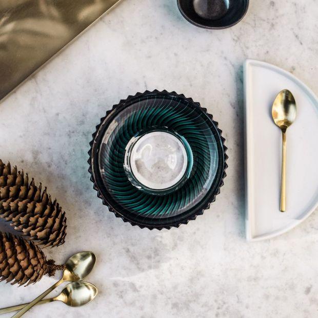 Szklane naczynia - klasyczna kolekcja w modnych kolorach