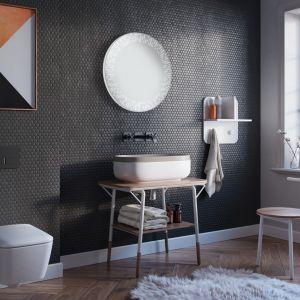 Lustro łazienkowe Ganimedes LED wyróżnia się nowoczesną stylistyką przywodzącą na myśl lot w przestrzeni kosmicznej. Fot. Ruke