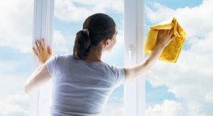 """Jesień to """"ostatni dzwonek"""" na przygotowanie okien do nadchodzącej zimy. Dni stają się chłodniejsze, a każdy stara się, aby w pomieszczeniach znalazło się jak najwięcej ciepła. Taki efekt nie będzie możliwy bez sprawnie działających oki"""