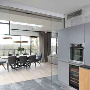 Salon z kuchnią i jadalnią. Projekt: Magdalena Lehmann