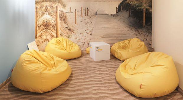 Biurowa strefa relaksu: poczuj piasek pod stopami