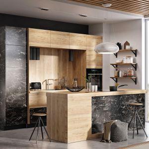 Vertigo Line - wyszukane połączenie delikatnego drewna i czarnego marmuru w matowym wykończeniu. Za modną stylistyką kryją się funkcjonalne rozwiązania, jak np. składane drzwi w szafkach górnych. Fot. Stolkar