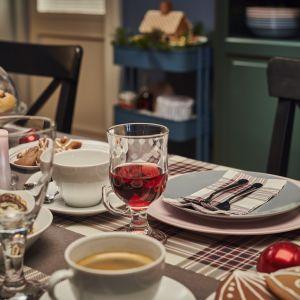 Aranżacja jadalni - magiczna oprawa stołu na święta - Tradycyjna przytulność. Fot. IKEA