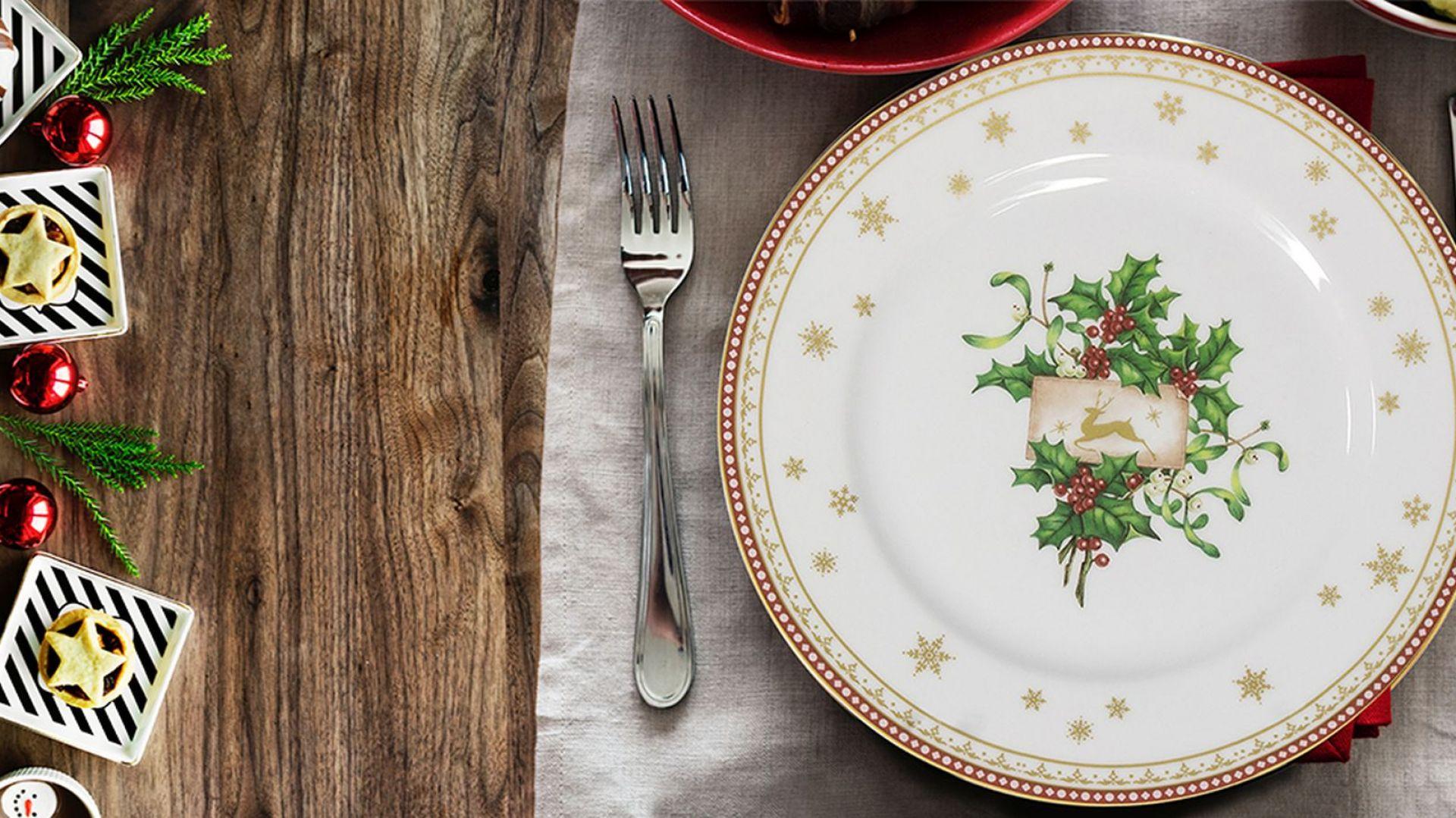 Świąteczna porcelanowa zastawa świetnie sprawdzi się nie tylko podczas wieczerzy wigilijnej. Warto korzystać z niej przez cały okres uroczystego oczekiwania. Fot. Polska Grupa Porcelanowa