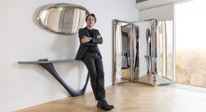 Niebanalny design i nowoczesne technologie - te dwa aspekty niezmiennie przenikają się wpracach Oskara Zięty. Nie inaczej jest też w przypadku apartamentu pokazowego w Złotej 44, którego wnętrza zaprojektował ceniony polski projektant.