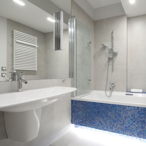 Łazienka przy sypialni: zainspiruj się tym wnętrzem