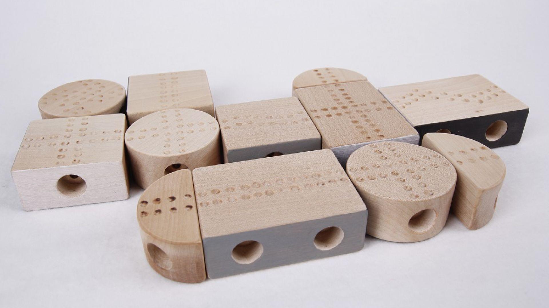Klocki sensoryczne HAPTI, które zaprojektowała Zuzanna Grausch. Fot. School of Form
