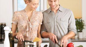 Święta to czas radosny, magiczny i spokojny… dla niektórych. Badania potwierdzają, że to przede wszystkim kobiety zajmują się domowymi obowiązkami, a zwłaszcza gotowaniem. Dlaczego tak jest i jak sobie z tym poradzić?