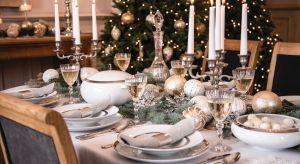 Na eleganckim i stylowo nakrytym stole dominuje srebro, złoto lub delikatny róż oraz porcelana i szkło kryształowe. To stół pełen blasku świec i światełek. A świeże igliwie przystrojone finezyjnie zdobionymi bombkami, wprowadza świąteczny n