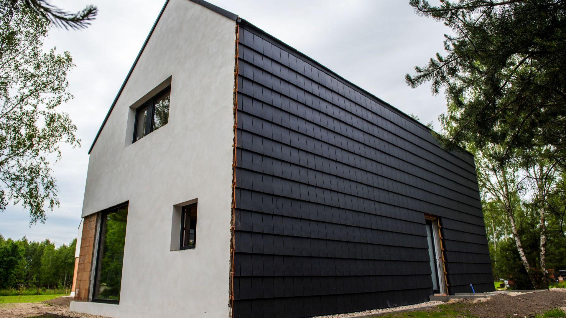 NAGRODA GŁÓWNA: dachówka płaska Orea 9/Wienerberger. Kategoria: Otoczenie Domu