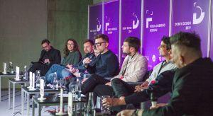 Ponad 900 osób wzięło udział w tegorocznej edycji Forum Dobrego Designu. 6 grudnia w Centrum Praskim Koneserodbyło się łącznie 25 dyskusji, prezentacji, wykładów i warsztatów. Na trzech scenach pojawiło się ponad 50 prelegentów,w tym św