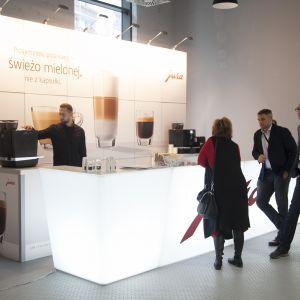 Stoisko marki Jura oprócz fachowej wiedzy oferowało także pyszną kawę. Fot. Paweł Pawłowski/PTWP