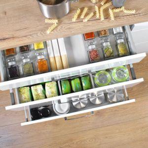 Organizator na przyprawy - szuflada Comfort Box dostępna w ofercie firmy Rejs. Fot. Rejs