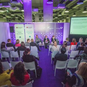 Prezentację Oferta PARP dla designu poprowadziły: Anna Forin, Izabela Banaś, Monika Karwat-Bury, reprezentujące Polską Agencję Rozwoju Przedsiębiorczości.