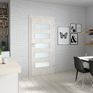 Drzwi wewnętrzne Fit model G.5 wykończone okleiną CPL dostępne są w wielu modnych kolorach, m.in. imitujących drewno czy beton. Fot. Porta