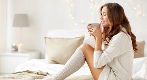 Równowaga i harmonia w sypialni jest ważna, zwłaszcza w chłodne zimowe miesiące. Dlaczego warto zaplanować zimową aranżację sypialni? I o czym należy pamiętać podczas tworzenia przytulnego miejsca odpoczynku? Oto 6 zasad zimowego feng shui w s