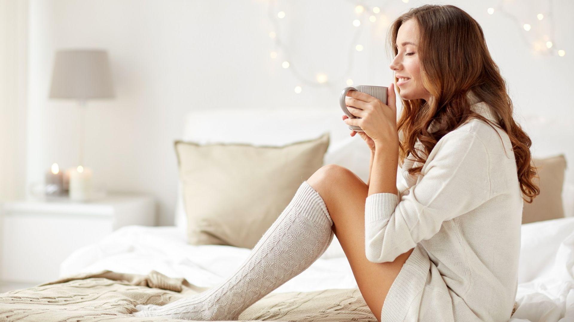 Zimą, ze względu na niższe temperatury znacznie więcej czasu spędzamy w domowym zaciszu. Najchętniej chronimy się przed zimnem i odpoczywamy w sypialni. Fot. 123rf