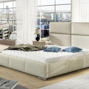 Kluczową zasadą feng shui, którą warto kierować się w trakcie poszukiwań nowego łóżka do sypialni, jest wybór mebli z zaokrąglonymi krawędziami. Opływowe kształty wpływają na nas wyciszająco i ułatwiają przepływ energii w pomieszczeniu. Fot. Comforteo