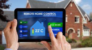 """Szybko rozwijające się technologie """"smart"""" dają nieskończone możliwości. Inteligentny dom nie tylko dba dziś o nasze bezpieczeństwo oraz finanse, racjonalnie gospodarując energią. Nowoczesne technologie pozwalają poznać potrzeby i przyzwyc"""