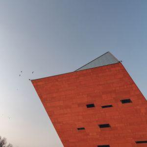 Muzeum II Wojny Światowej, Gdańsk,Studio Architektoniczne Kwadrat. Ekspresyjna forma budynku jest jak wykrzyknik w przestrzeni, mówiący o tym, że właśnie tu umieszczono coś ważnego. Fot. materiały prasowe