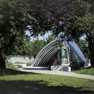 Nawa - Rzeźba Architektoniczna, Wrocław, Zięta Prozessdesign. Bioniczne kształty sprawiają wrażenie, że rzeźba wyrasta prosto z ziemi. Fot. materiały prasowe